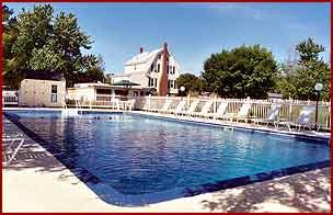 Tallwood Motel swimming pool